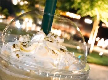 """【スターバックス】"""" 加賀棒ほうじ茶フラペチーノ """"は和仕上がりの上品さ♡‧⁺"""