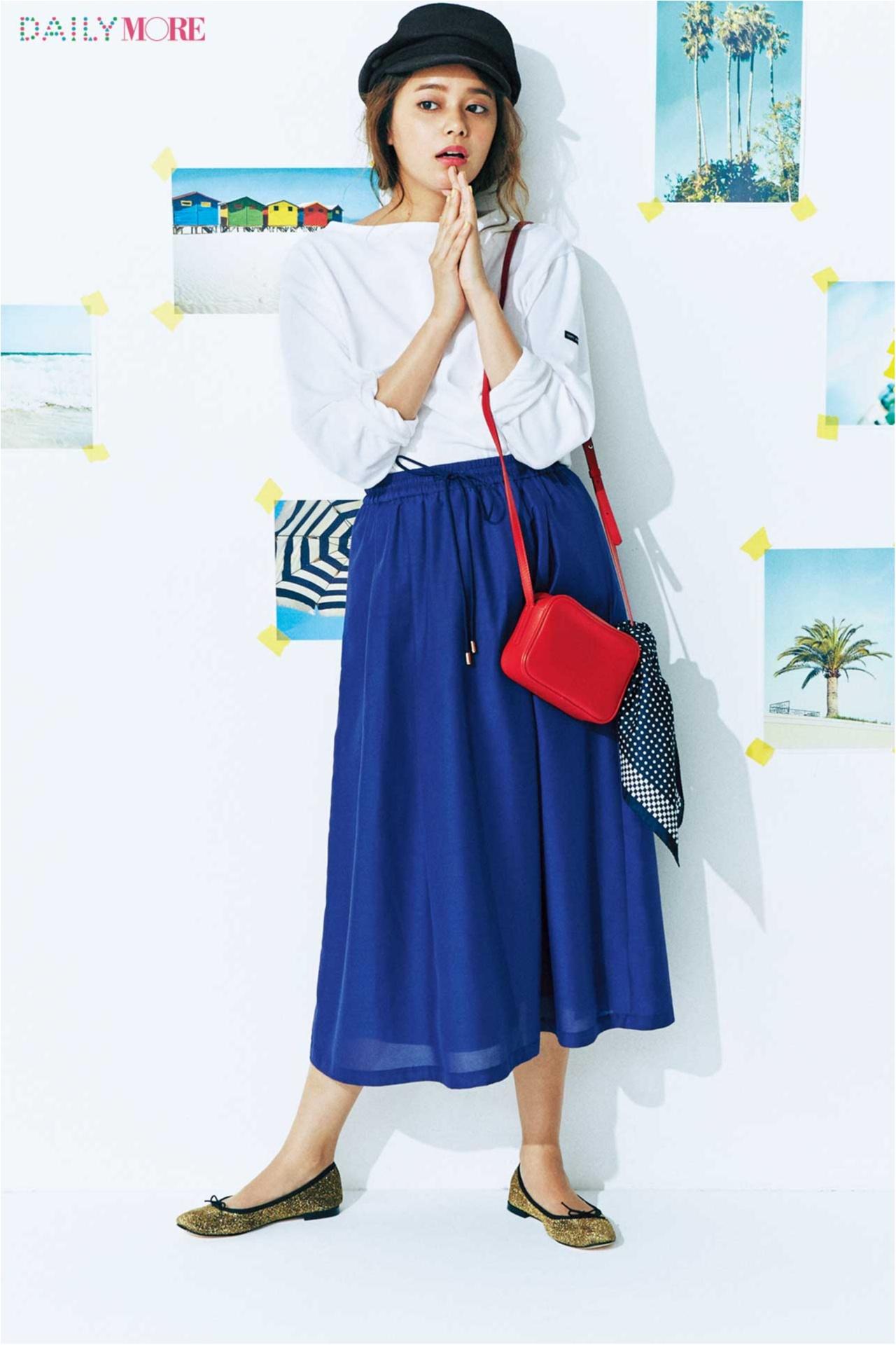 【今日のコーデ/岸本セシル】白×ブルーの着こなしに赤バッグ。夏のフレンチシックは色で遊んで♪_1