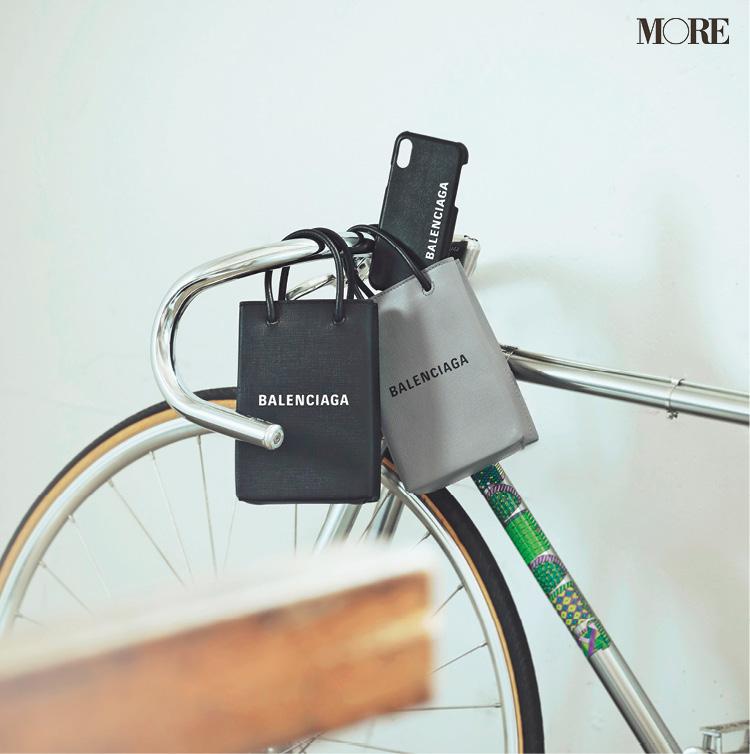 『バレンシアガ』のバッグがあれば、私たちは身軽に、どこへだって行けるんだ!_1