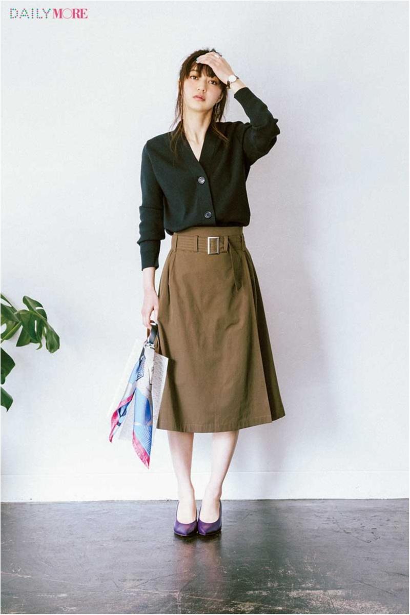 【今日のコーデ】仕事にも遊びにも使えるカーキのラップスカート。ONの日は、黒やきれいめ小物で格上げして!_1