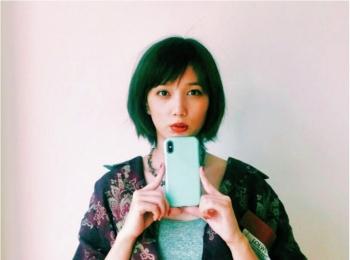 本田翼は、きれいなミントグリーンをチョイス♡【モデルのオフショット:スマホケース編】