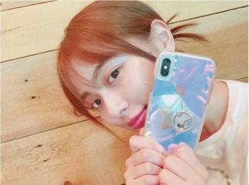 内田理央は、iPhone X用のケースをカスタム♡【モデルのオフショット:スマホケース編】