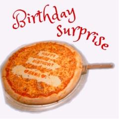 《サプライズは突然に♡》メッセージ入りのピザって見たことある?PIZZA SLICEの【バースデーピザ】が誕生日祝いの新定番‼︎