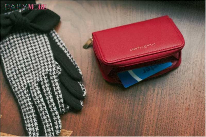 【NEWS】モア12月号の付録は「ジルスチュアート」のレザー調レディなミニ財布!_1