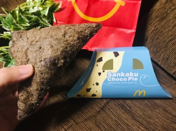 【マクドナルド】定番スイーツ《三角チョコパイ》にクッキー&クリーム味が新登場♡