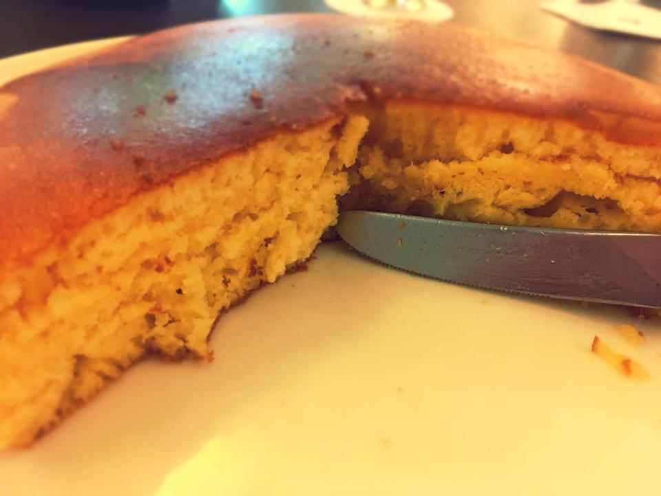 こんなボリューミーなホットケーキみたことない!分厚くてふわっふわの絶品。_11