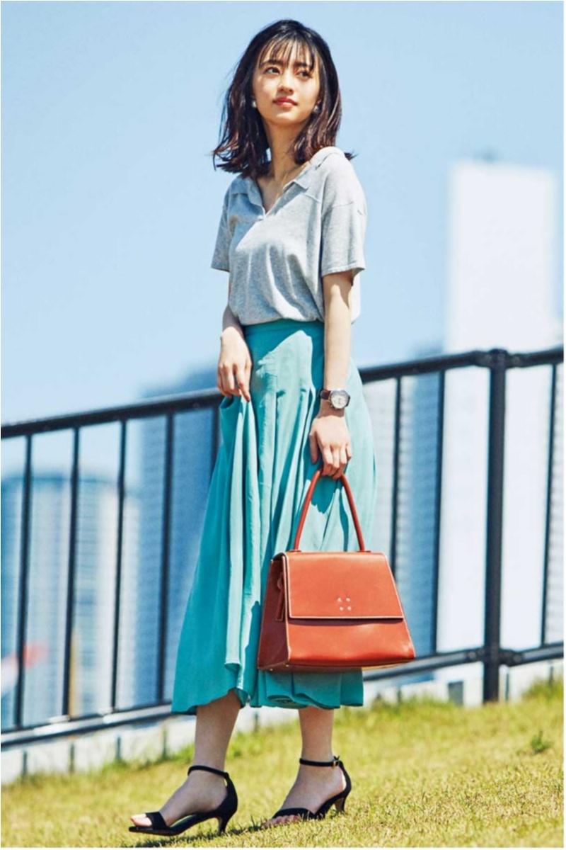 着るだけで華やぐ【真夏のきれい色ボトム】コーデ15選   ファッション_1_8