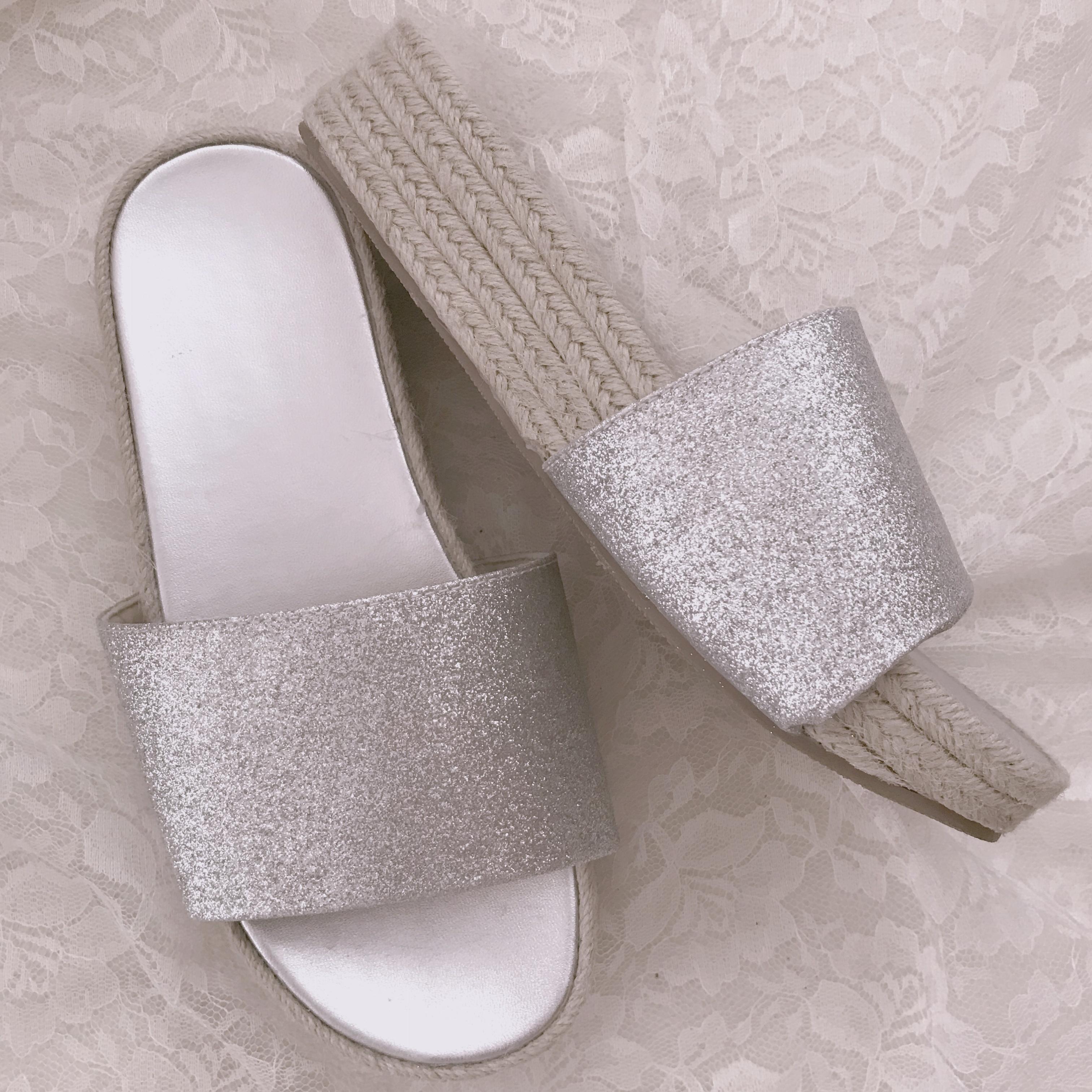 今年のトレンド【シルバーサンダル】GUは履きやすいしプチプラです!_2