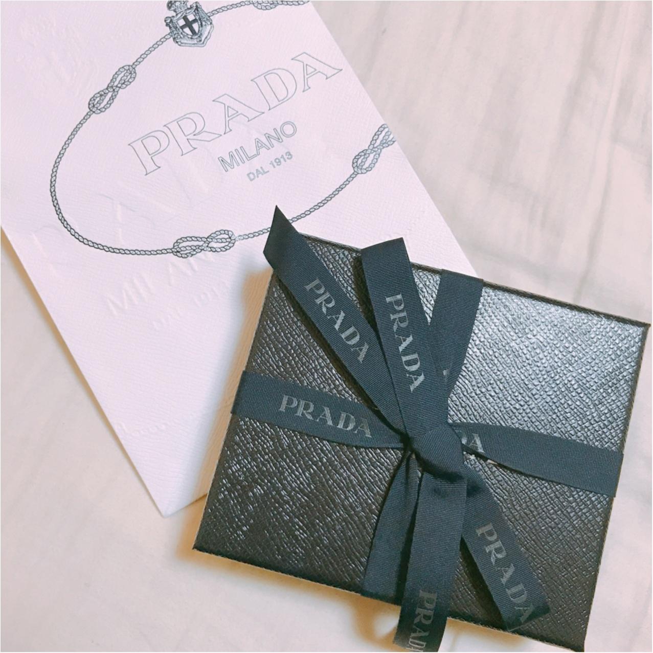 一見シンプル、開けたら可愛い♡【PRADA】で出会った新しいお財布!_1