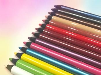 カラーメイクに挑戦したいならコレを選んで!『ヴィセ アヴァン』の新作カラーペンシル、ライターゆうりが激推し!!