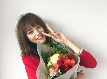 赤いワンピースがお似合いな川口春奈さん!【MORE11月号の撮影オフショット】