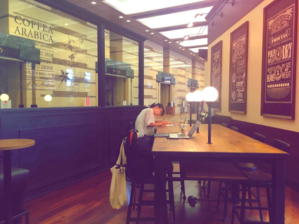 海外のような雰囲気の恵比寿ガーデンプレイス店【スタバ】ウォーターメロン&パッションティー飲みました!!_3
