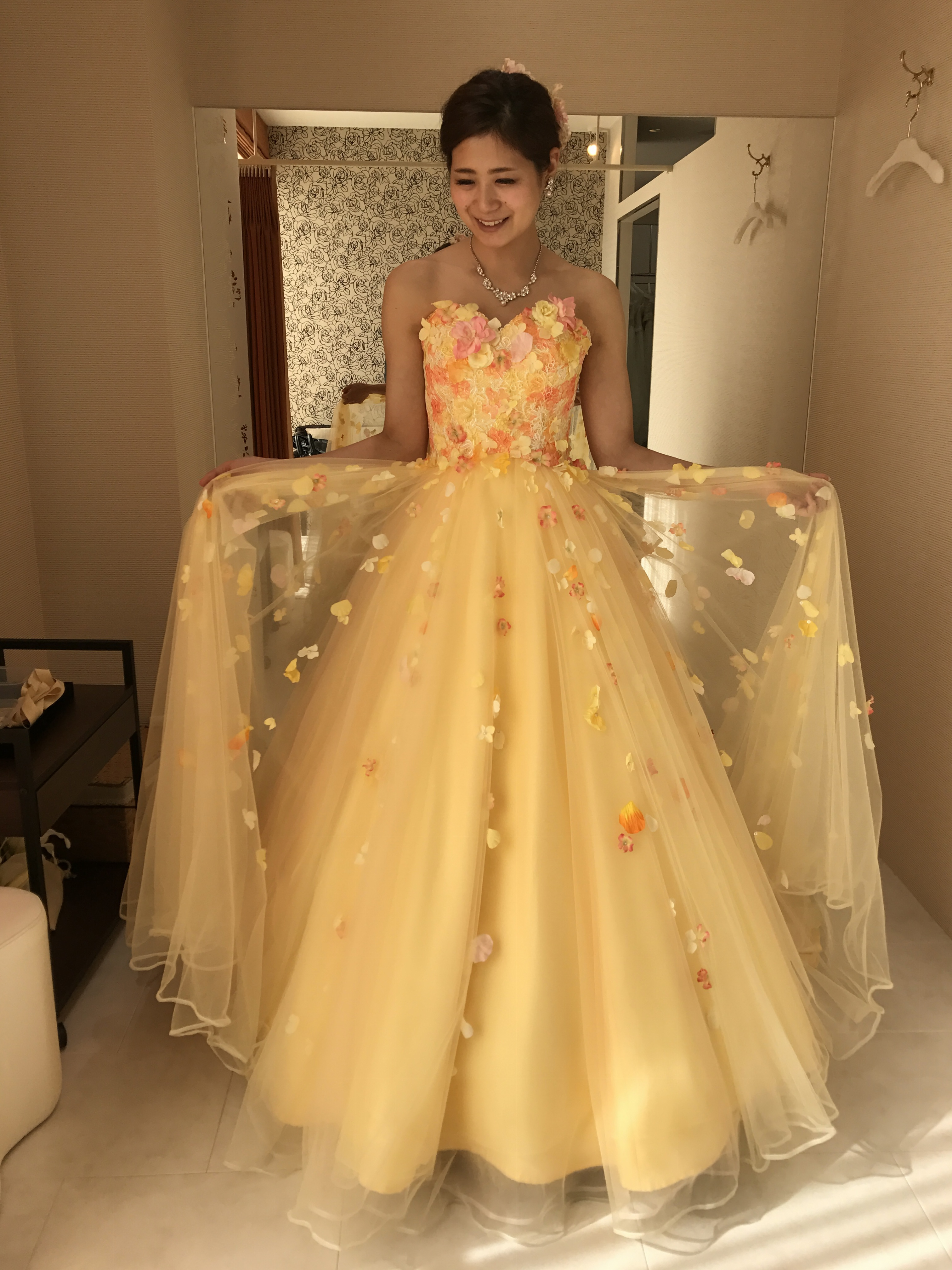 春の挙式にぴったりな春色カラーのドレス♡モアはぴ世代にも甘すぎないのがポイント♡_1