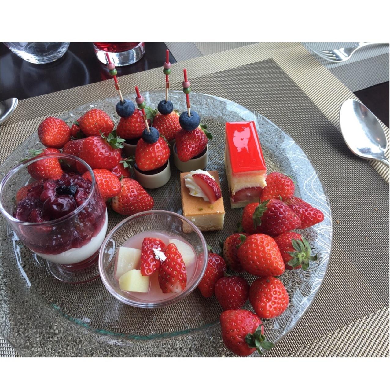 【ホテルランチ】予約困難な「オトナ苺スイーツブッフェ」が食べられるコンラッド東京のおすすめランチとは…♡_4
