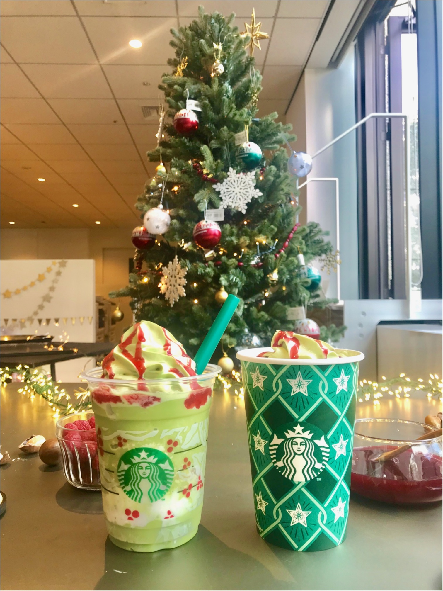 【スタバ新作試飲レポ】まるでクリスマスツリー! カスタマイズを楽しむホリデーシリーズ最終回★_1