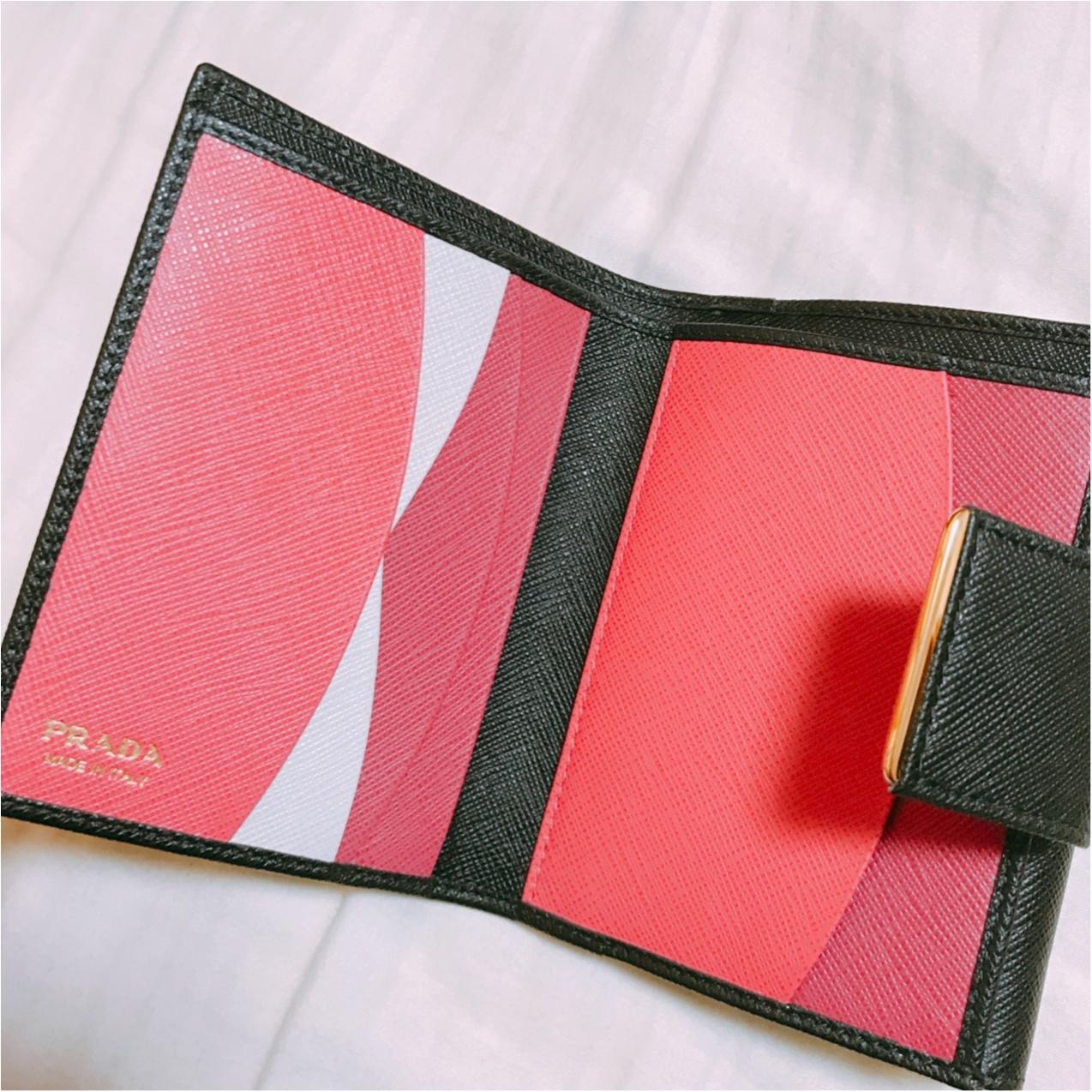一見シンプル、開けたら可愛い♡【PRADA】で出会った新しいお財布!_4