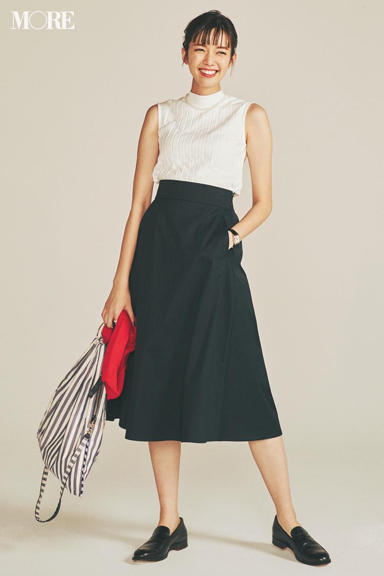 【今日のコーデ】来客がある月曜はきりっとしててかつ優しく見える白リブトップス×黒スカートが理想的! <佐藤栞里>_1