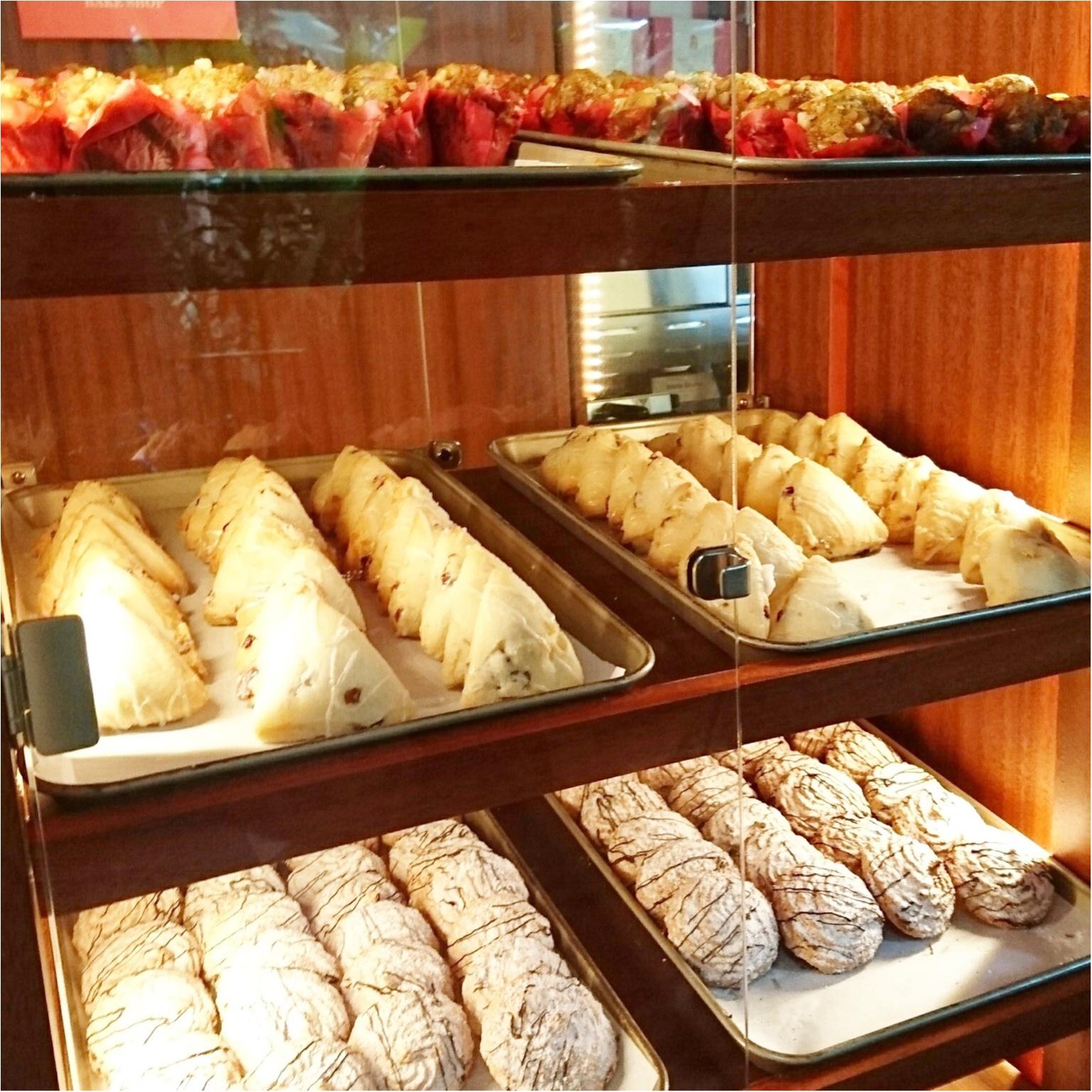 《憧れホテル!》ピンクパレスことロイヤルハワイアンのベーカリーでテイクアウト♡テラスで朝食を*°_4