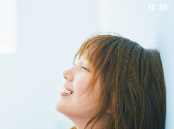 本田翼の愛用香水は? ストレス発散法は? 肌悩みからシャンプーまでゆるく楽しくお答え、ばっさー美容Q&A