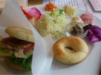 ベーグルバーガー、ドーナツの種類が豊富!【ふわもち邸カフェ】のランチ