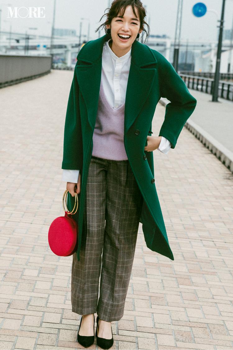 【今日のコーデ】お仕事コーデにグリーンのチェスターコートと赤いバッグでワクワク感を♪_1