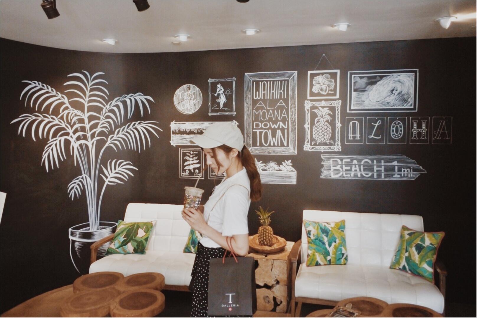 【Hawaii】おすすめ隠れ家カフェをご紹介します!!美味しいワッフルと内装が可愛いすぎる♡♡インスタ映えするフォトスペースも!?_3