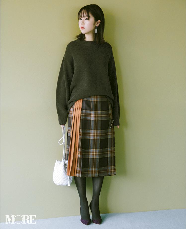 唐田えりかはオニールのチェック柄スカートにグレイのタイツで