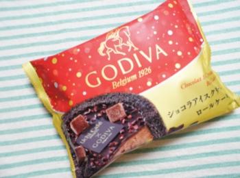 《大人気❤️コラボスイーツ!》【LAWSON × GODIVA】ショコラアイスクリームロールケーキが絶品☻