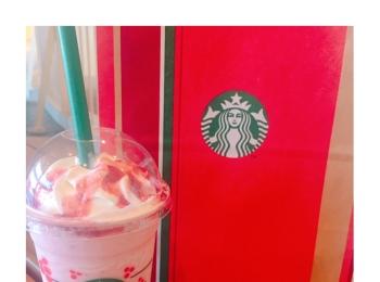 《本日11/1から!》ホリデーシーズン❤️【スタバ】新作クリスマスストロベリーケーキフラペチーノを飲んできました☻