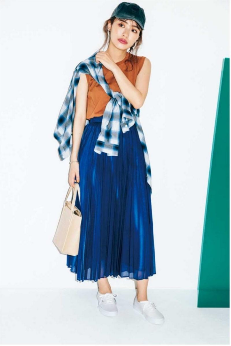 着るだけで華やぐ【真夏のきれい色ボトム】コーデ15選   ファッション_1_7