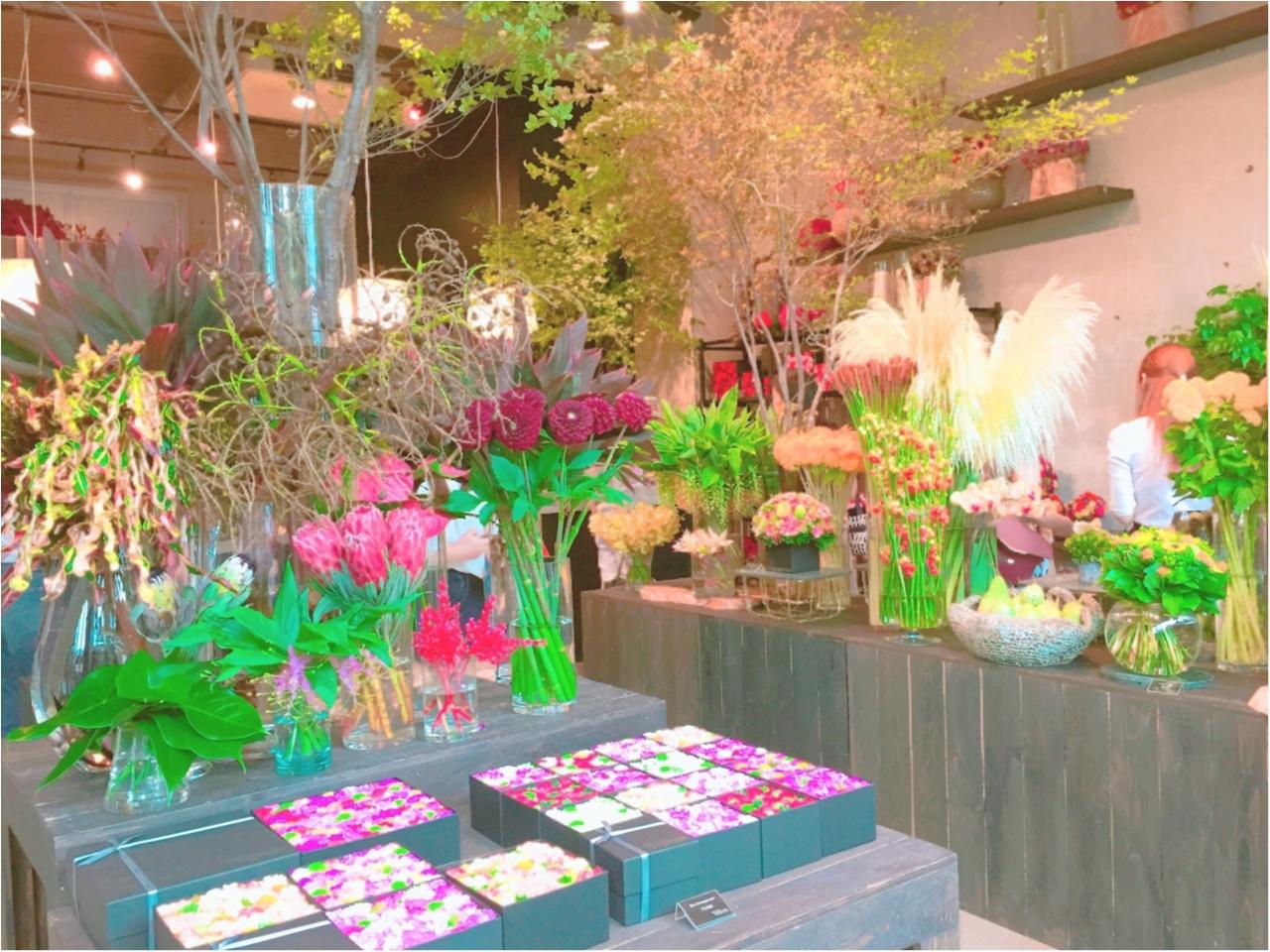 お花の空間に魅了!ニコライバーグマンのカフェがおしゃれすぎる!!_1