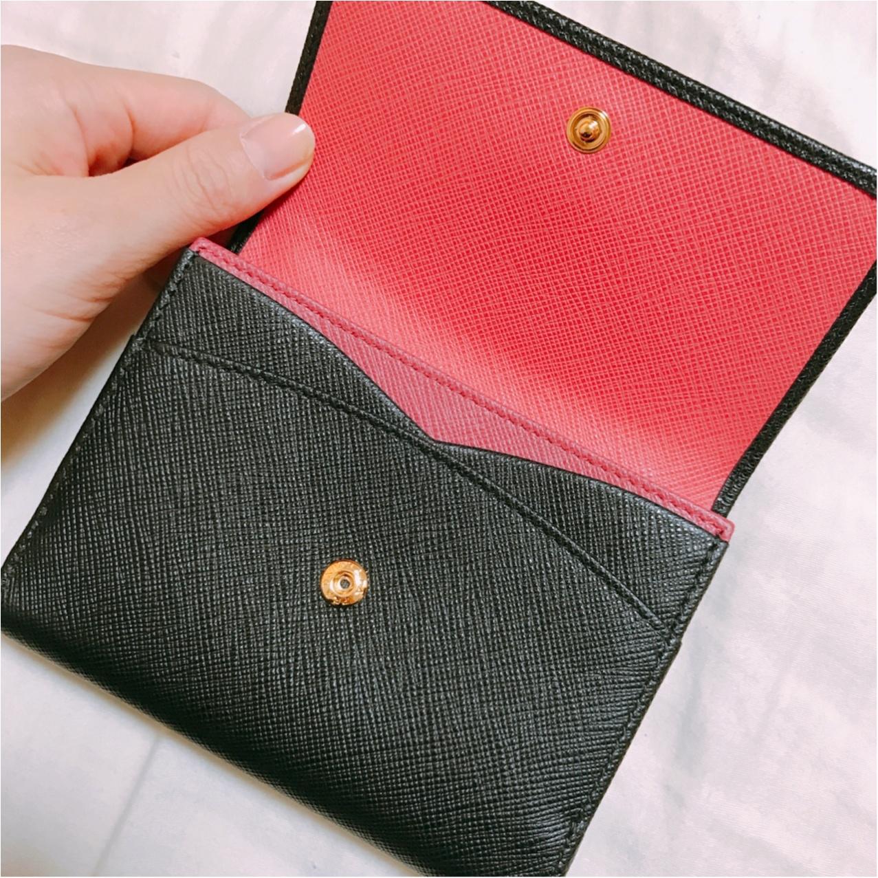 一見シンプル、開けたら可愛い♡【PRADA】で出会った新しいお財布!_3