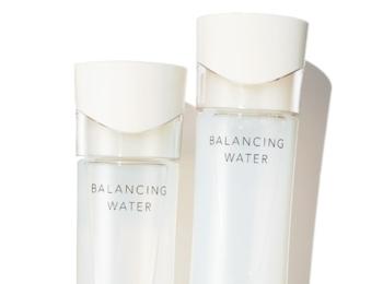 悩み別! 美容コーディネーターが教える、美肌になれる「2本持ち化粧水」
