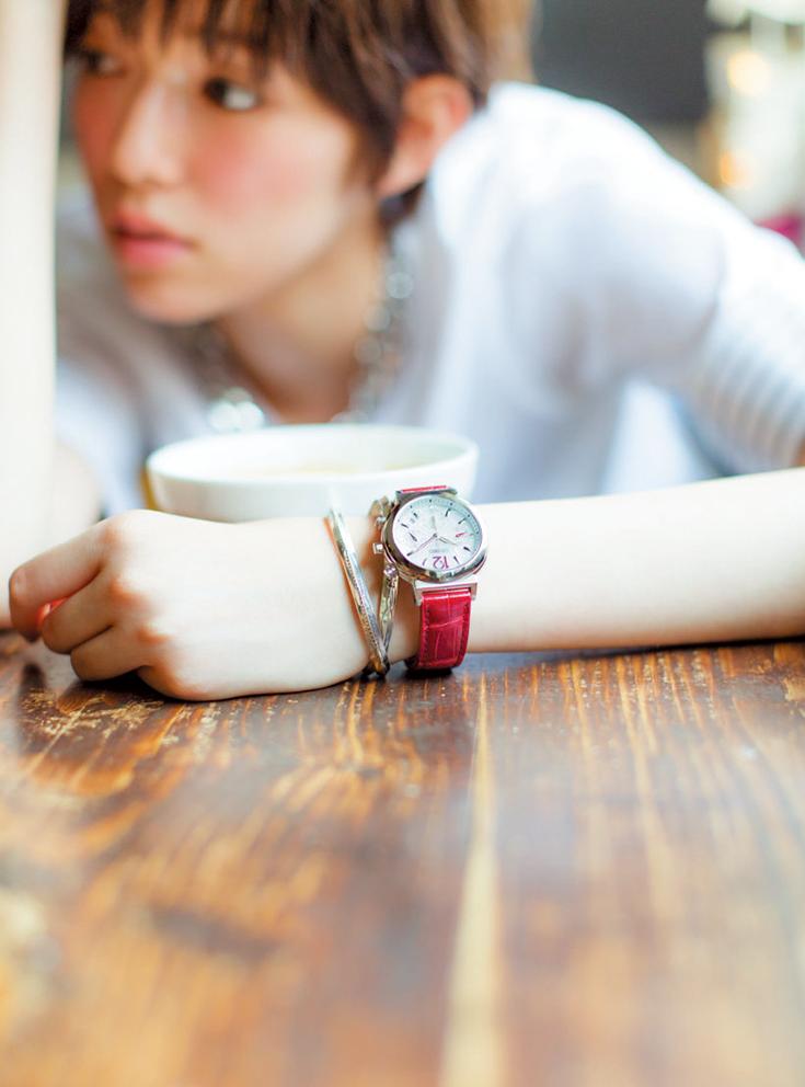 【知ってた!?】おしゃれな人は腕時計×ブレスレットの重ねづけをしている説。_3