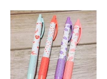 《オフィス用品も夏仕様にチェンジ★》【DAISO】で見つけたボールペンがかわいい!❤️