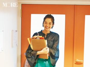 【今日のコーデ】新入社員も顔を見せる会議の日。鮮やかなグリーンのパンツコーデで目指すは「あの先輩、素敵」! <佐藤栞里>